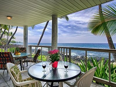 Lanai dining with plenty of room and views!