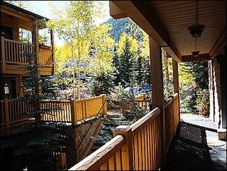 Aspen condo photo - Beautifully Landscaped exterior