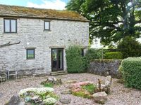 THE COTTAGE, pet friendly, with open fire in Peak Forest, Ref 5630
