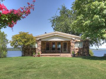 Cleora house rental - Stone cottage welcomes guests as you drive in.