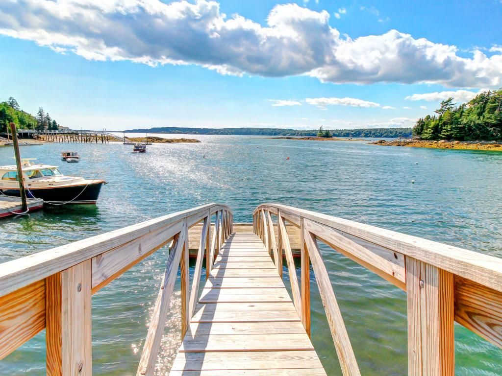 Hidden waterfront retreat w private homeaway boothbay for Waterfront retreat