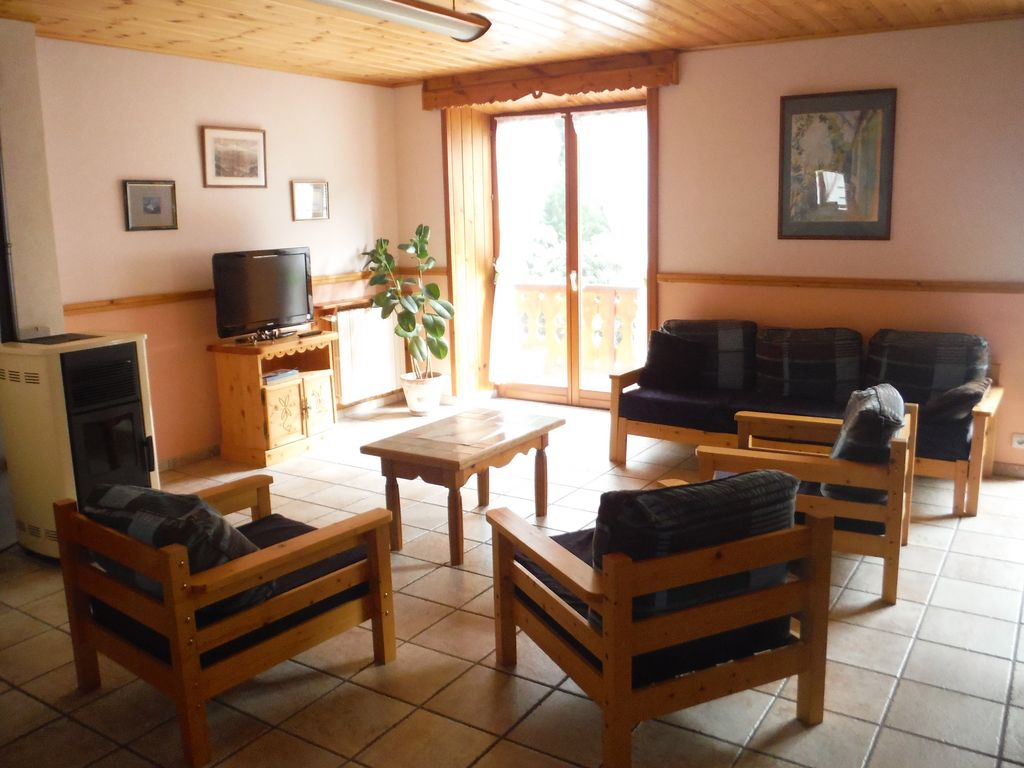 Beautiful apartment with balcony 3 close vrbo for Beautiful apartment balconies