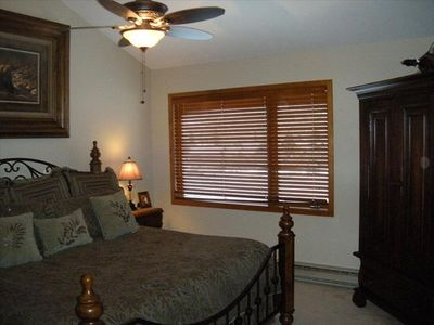 Unit B King Master Bedroom , Flat Screen TV & Ceiling Fan