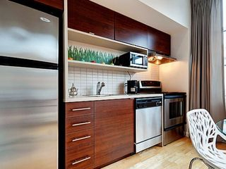 Montreal condo photo - kitchen