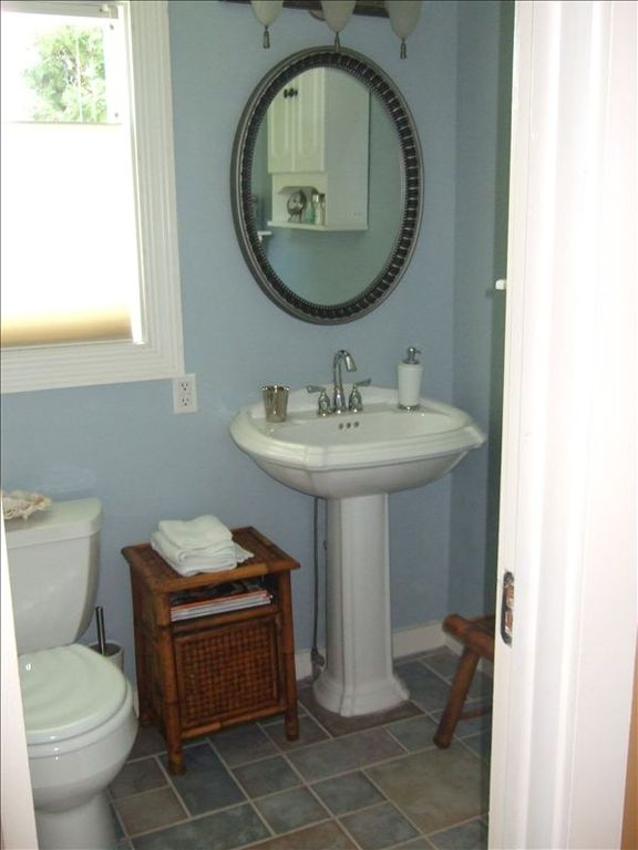 Main Floor Bathroom - has shower