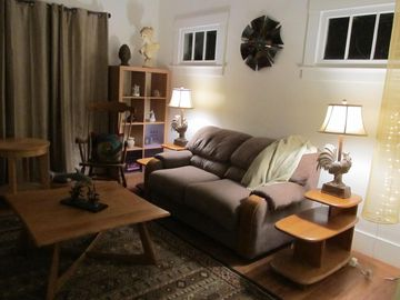 Sacramento house rental - Living room in the evening