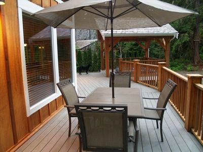 Mount Baker chalet rental - Patio Table from Wrap Around Porch