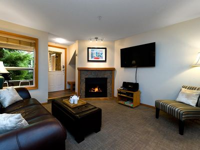 88 Glaciers Reach this 2br home has a hot tub & pool in Whistler Village