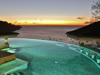 * 5* Boutique Luxury * Amazing Infinity Pool * Breathtaking Views * Voted No 1 * - Pool House