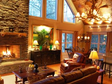 Highlands cabin rental - Living room with access to screened porch