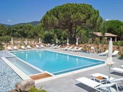 A 900 m from the beach of Santa Giulia a quiet, renovated, heated pool