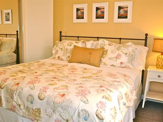 Mission Beach condo photo - A deliciously comfortable King bed with ever so wonderful crisp cotton sheets