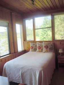 New Qn bed & xl twn in master ste. w/ lake views. Adjoining dress area, bath.