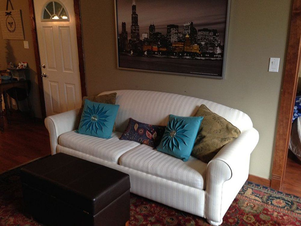 vibrant chicago 2 bedroom apartment homeaway chicago
