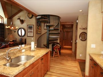 Gourmet Kitchen with top-notch appliances and very well stocked cooking ware.