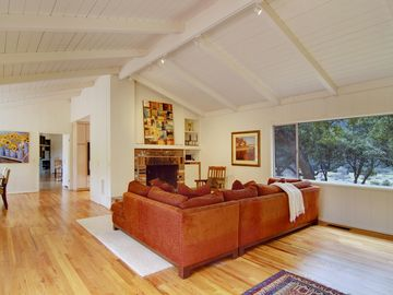 Carmel Valley house rental - Open and light floor plan with vaulted ceilings throughout the home.