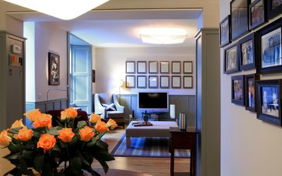 Delightful city-centre maindoor flat - bright and sunny with private courtyard