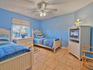 Ponte Vedra Beach house photo - Twin bedroom with TV/DVD, shared bath