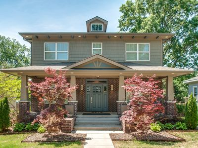 Nashville Hip Luxury- 3 Min ride to Downtown, 1 Blk to Dining, Shop, Gym, Golf.