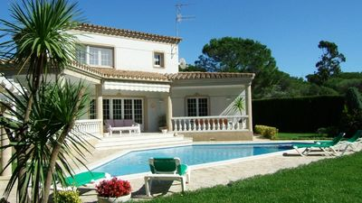A Catalan 4 bedroom villa, all on suite bathrooms, large private garden, WiFi