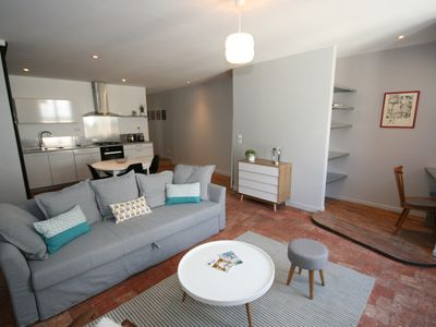 19th Côté Cour T2 heart of quiet historic town, bright and comfortable