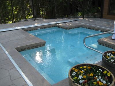 Outdoor Hot Tub within walking distance
