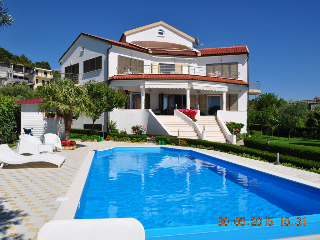 Cr449 Beachside Villa Apartment With Swimming Pool And 3382225