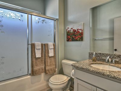 San Clemente townhome rental - Upstairs bedroom bathroom