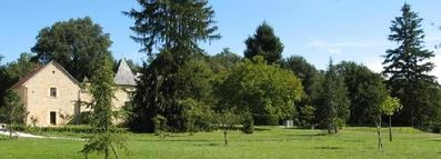Sarlat la Caneda cottage rental - Large park in front and forest in the back