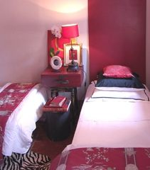 Aix-En-Provence apartment photo - Twin Beds in Chinese Room can be set as a queen size bed too.