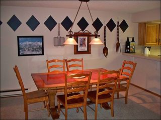 Breckenridge condo photo - Dining Area with Space for 6 People