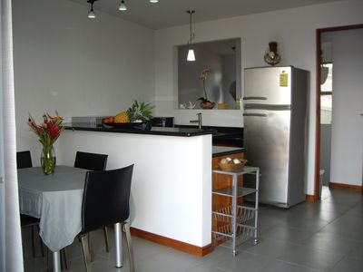 Guest house in Downtown Atenas- Kitchen & dining area