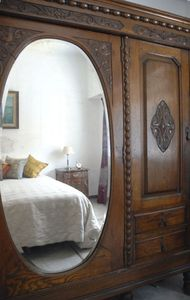 Palermo house rental - Master bedroom antique furniture