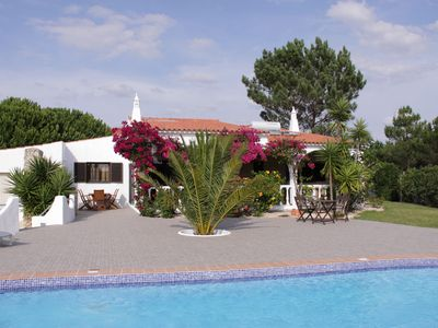 Spacious detached villa with large terrace, pool and conservatory