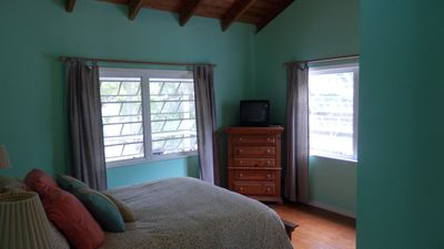 1st master (qn. bed)/ 2 full windows with view/ vaulted ceiling/ensuite bathroom