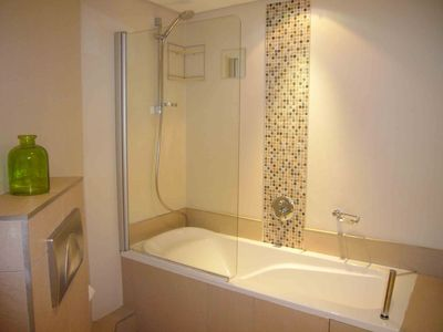 Full bathroom en-suite