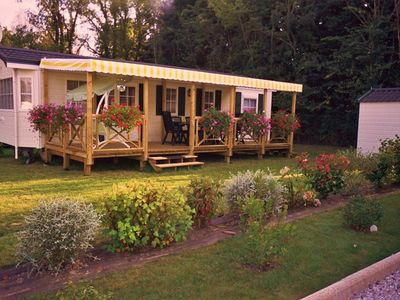 Cosy mobile home sleeps 6 with terrace, heated pool and garden close to the sea