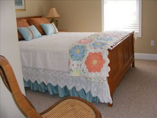 Black Mountain cottage photo - Queen Bedroom