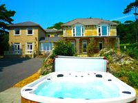 MANOR ON COAST WITH HOT TUB, BIG GAMES ROOM BAR, TENNIS COURT, SEA VIEWS