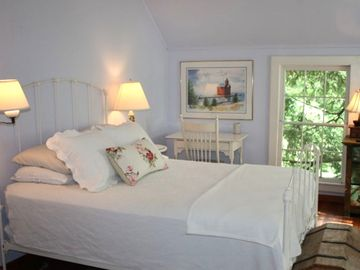 Saugatuck COTTAGE Rental Picture