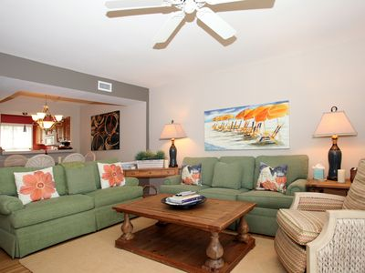 Bright, comfortable Living Room with Thomasville Sofa & Loveseat.