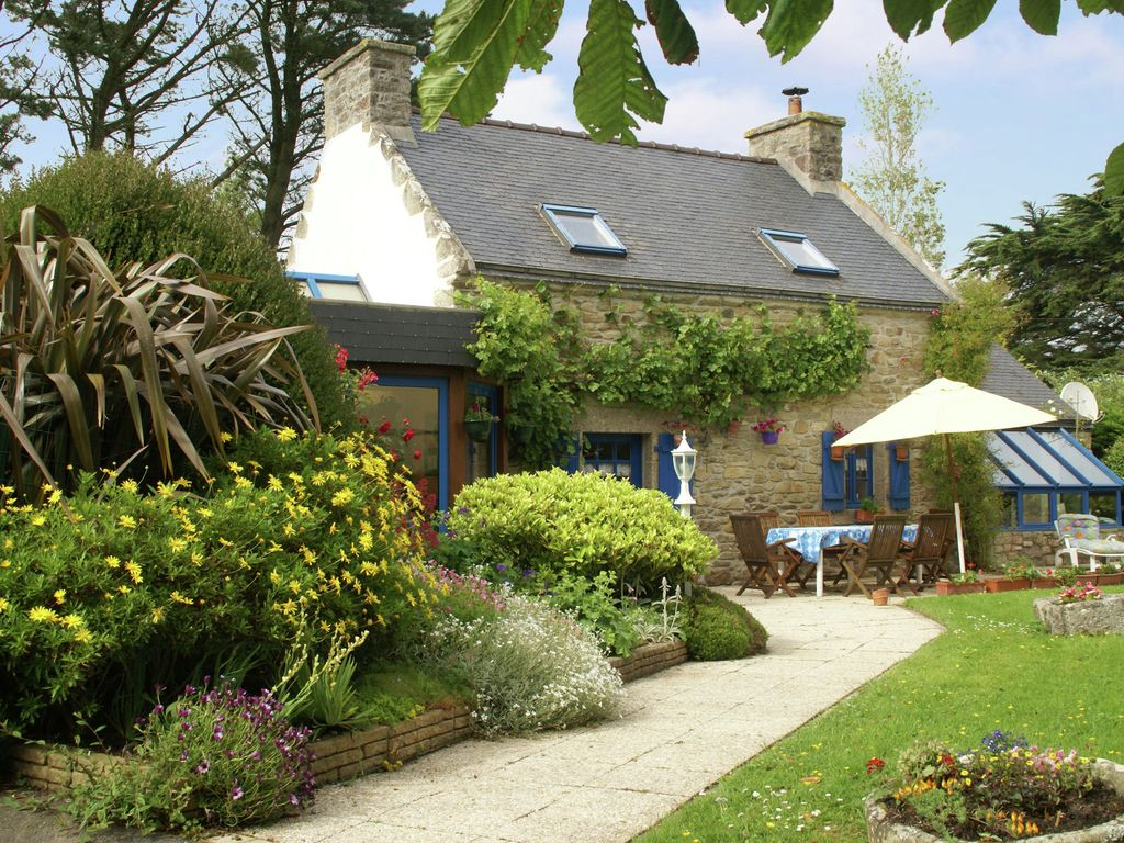 Detached, quiet cottage with garden 600m from...   vrbo