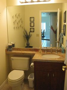 Palm Desert condo rental - hall bathroom
