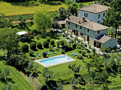 An old farm for a romantic holiday in the green of Tuscany