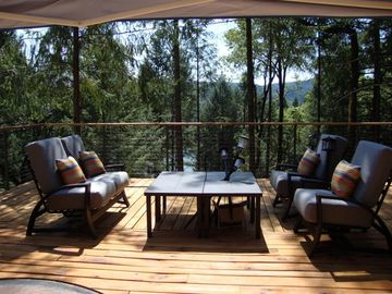Grass Valley house rental - Deck ready for Happy Hour