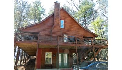 Eagles Peak cabin - a 3 bedroom, 3 bath,  3-level cabin with many amenities