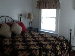Master bedroom with Queen size bed - Greenwood Lake house vacation rental photo