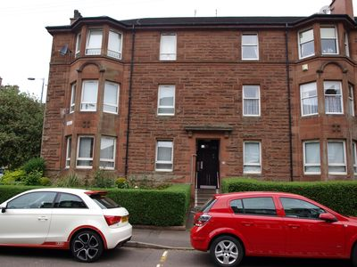 Modern spacious 2 bedroom apartment - south side of Glasgow.