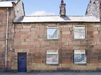 CHRISTMAS COTTAGE, character holiday cottage in Winster, Ref 7710