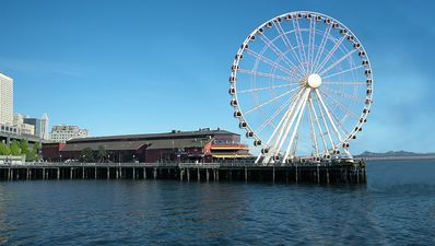 Mammoth Ferries Wheel at the Seattle Waterfront close to the ferry